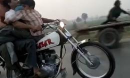 又见开挂!巴基斯坦:公路上五人单手单轮摩托骑行,胆量爆棚的一群人!!切勿模仿!It Happens only in PAKISTAN ...!!!